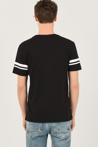 COLUSA Siyah Bisiklet Yaka Erkek T-shirt - Thumbnail (3)